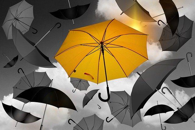 Le parapluie symbole de protection de la pluie pour aller vers des jours meilleurs