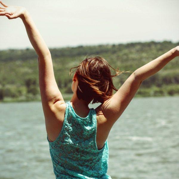 Une femme heureuse et épanouie après une séance d